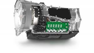 Die vierte Generation der ZF Achtgangautomatik hat die Leistungselektronik schon integriert