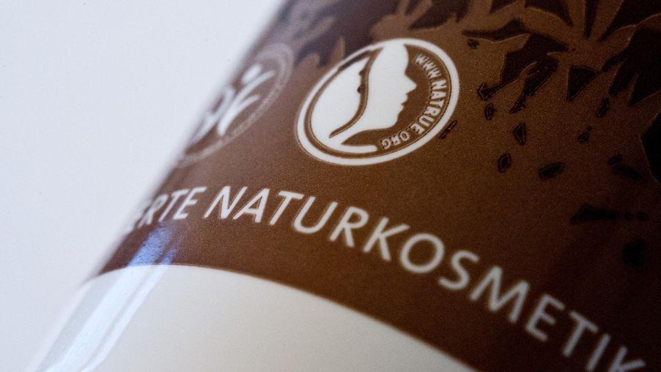 Darstellung des NaTrue-Gütesiegels für Naturkosmetik