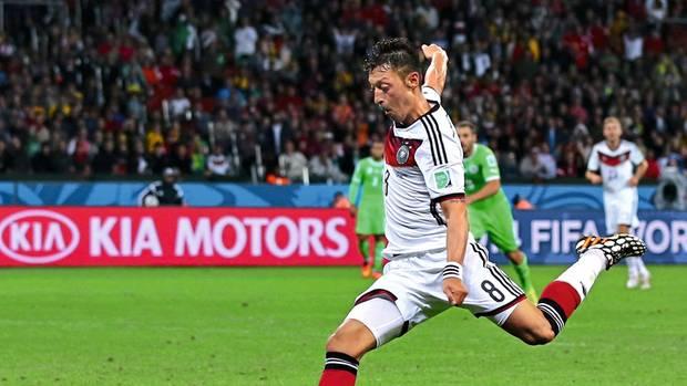 Özil beim 2:0 gegen Algerien während der WM 2014