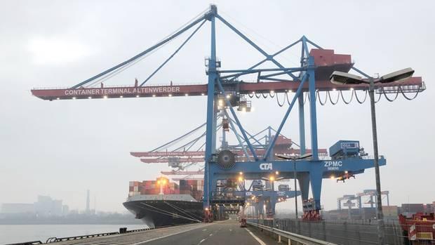 Eine Containerbrücke in Altenwerder