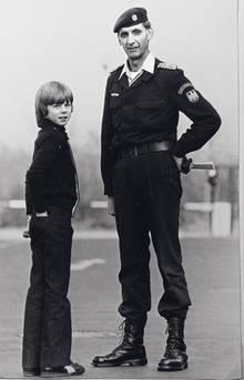 Stephan mit seinem Lebensretter Ulrich Wegener, Gründer und erster Kommandeur der GSG 9. Der Polizist verstarb 2017.