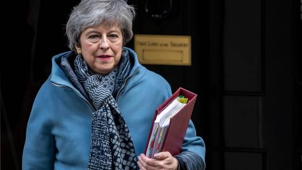 Theresa May verlässt die Downing Street 10 (Archivbild)