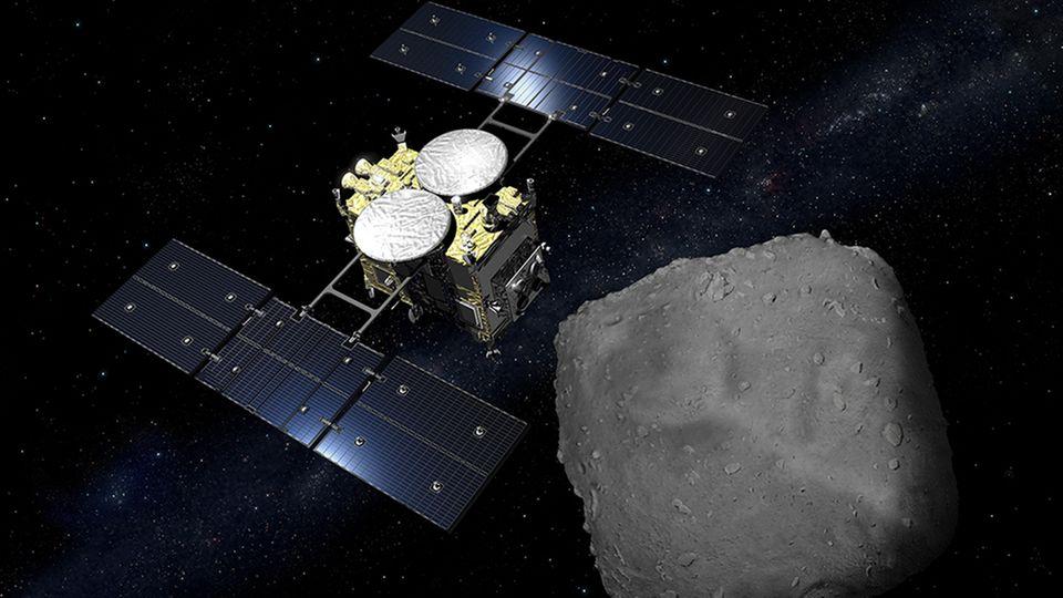 Sonde Hayabusa2 über dem Asteroiden Ryugu
