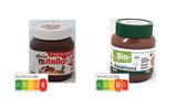 Wirklich empfehlenswert sind beide Nuss-Nougat-Aufstriche nicht. Die Variante rechts hat einen höheren Haselnussanteil und schneidet im Vergleich zum Markenprodukt Nutella besser ab.