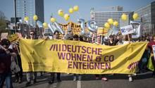 Demonstranten am Berliner Alexanderplatz