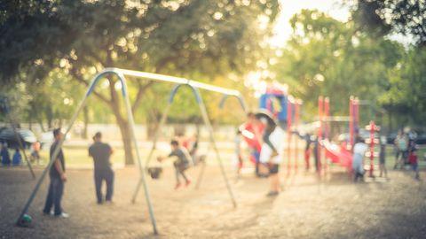 Ein Streit unter Kindern auf einem Spielplatz löste eine Erwachsenen-Schlägerei mit mehreren Verletzten aus(Symbolbild)