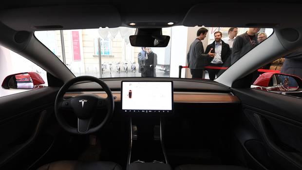 Der Innenraum des Tesla Model 3