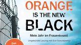 """Viele Menschen denken bei """"Orange isThe New Black"""" sofort an Netflix, doch bevor die Geschichte von Piper Kerman zu einer Serie verarbeitet wurden, verarbeitete die Amerikanerin ihre wahren Erlebnisse in einem Frauenknast zu einem Erfahrungsbericht. Das gleichnamigeHörbuch wird von Eva Gosciejewicz gelesen und liefert einen guten Einblick in Kermans Jahr hinter Gittern."""