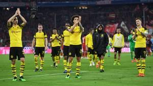 Nach der 0:5-Blamage applaudierten die BVB-Akteure den mitgereisten Fans