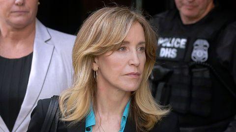 """Desperate Housewive"" Felicity Huffman räumt Schuld in Eliteuni-Bestechungsskandal ein"