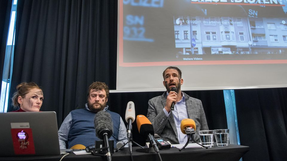 Das Zentrum für politische Schönheit bei einer Pressekonferenz zu einer Aktion in Chemnitz im vergangenen Jahr