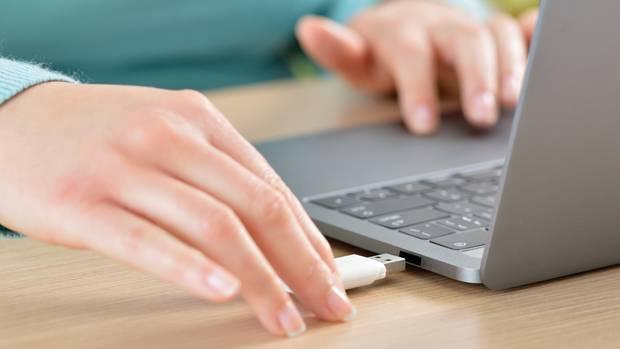 USB-Sticks auswerfen zu müssen, gehörte lange zu den nervigsten Windows-Beschränkungen