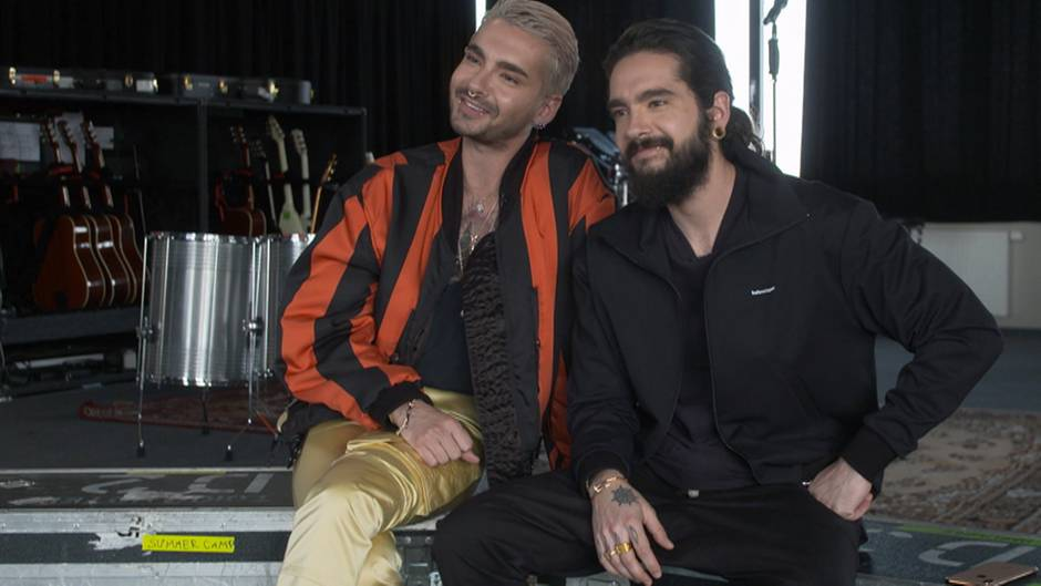 """Kaum wieder zu erkennen: Die Zwillingsbrüder Bill und Tom Kaulitz machen- inzwischen erwachsen - wieder mit """"Tokio Hotel"""" Musik. stern TV hat sie bei Proben in Deutschland getroffen."""