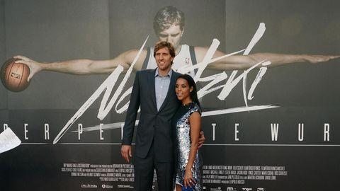 Dirk Nowitzki mit seiner Frau Jessica bei der Premiere des Films über sein Leben