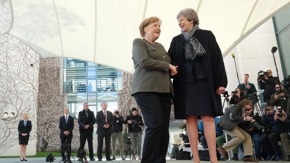 Bundeskanzlerin Angela Merkel empfing die britische Premierministerin am Kanzleramt