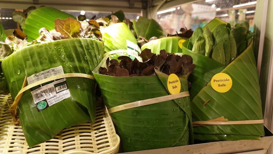 Bananenblätter Plastik Thailand Supermarkt