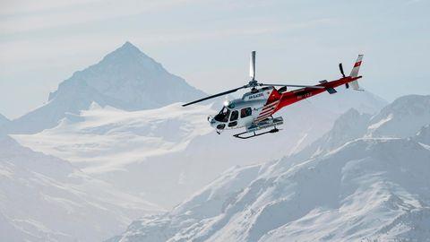 In der Schweiz konnte ein Mann eineinhalb Stunden nach einem Lawinenabgang gerettet werden (Symbolbild)