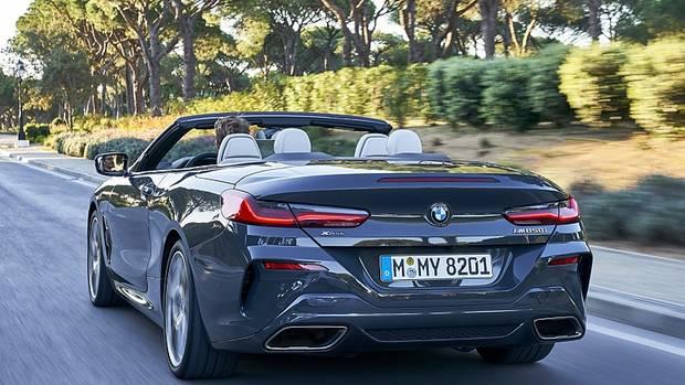 BMW M 850i Cabrio xDrive - das Heck ist breit und zeigt die Leistung ohne Scham