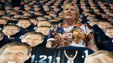 """""""Wir sind Dirk"""": Auch die Fans in Dallas beteiligten sich an der Abschiedsshow."""