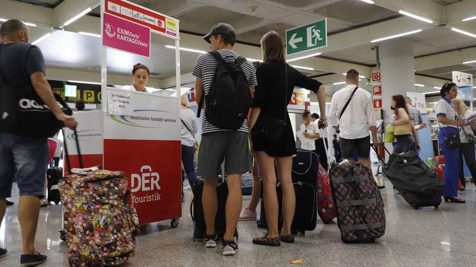 Passagiere am Flughafen von Palma de Mallorc