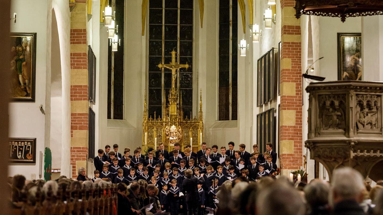 Der Thomanerchor, vor mehr als 800 Jahren gegründet, tritt regelmäßig in der Thomaskirche auf