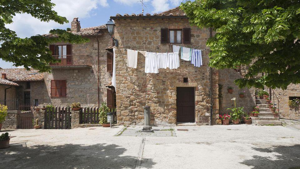 Eine Ortschaft in Italien: Wer ein Haus für einen Euro kauft, verpflichtet sich es zu renovieren (Symbolbild)