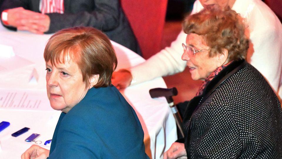 Zum Neujahrsempfang der Stadt Templin im Februar 2019 erschien Bundeskanzlerin Angela Merkel noch mit ihrer Mutter Herlind Kasner (r.)