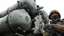 Die S-400 gilt als das beste Luftverteidigungssystem der Welt - zudem ist die S-400 wesentlich billiger als vergleichbare Waffen der USA.