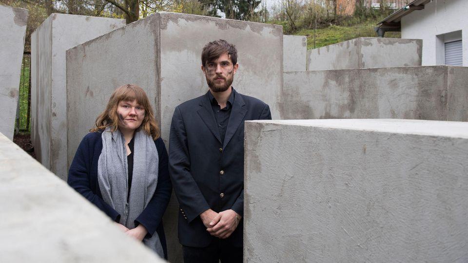 """Aktivisten des """"Zentrum für politische Schönheit"""" vor dem Holocaust-Denkmal in der Nähe des Höcke-Grundstückes"""