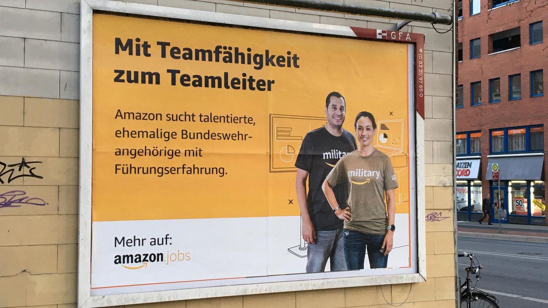Ein Werbeplakat von Amazon für Jobs für ehemalige Bundeswehrangehörige