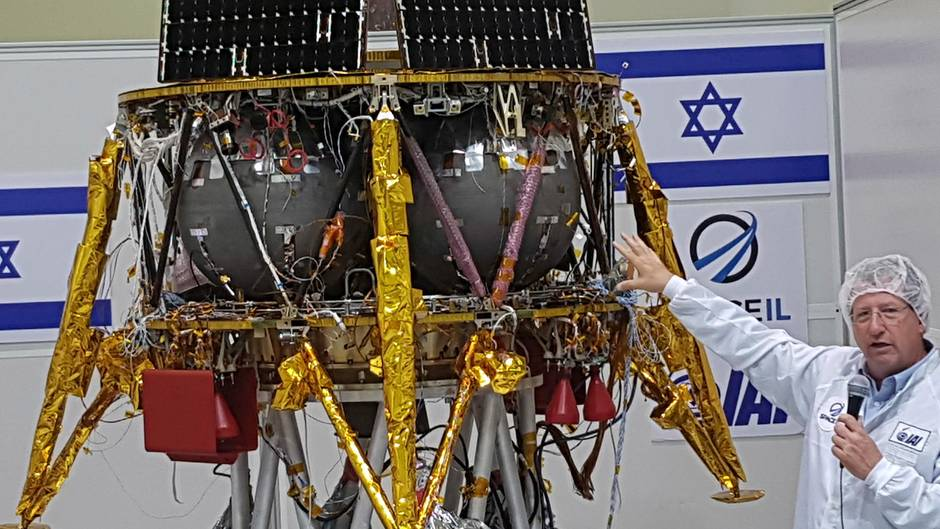 """Israels Raumsonde """"Beresheet""""mit der Mondlandefähre bei der Pressevorführung bei Tel Aviv"""