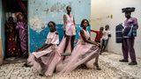 Gewinner in der Kategorie Porträts: Drei Models präsentieren Kreationen des Designers Adama Paris. Die senegalesische Hauptstadt Dakar entwickelt sich immer mehr zu einem Zentrum für französisch-afrikanische Mode.