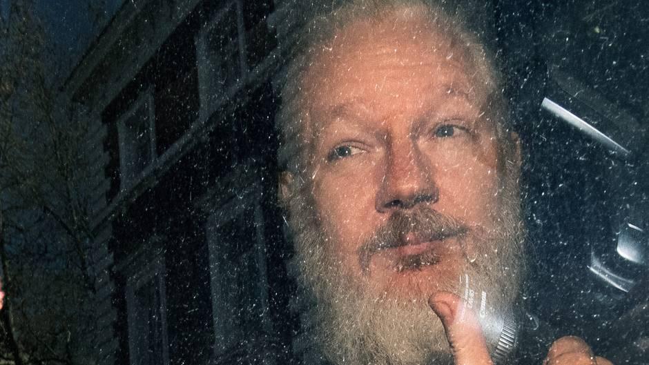 Julian Assange bei seiner Verhaftung