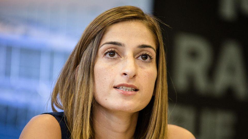 Die deutsche Journalistin Mesale Tolu gibt nach ihrer Ankunft aus Istanbul ein Pressestatement