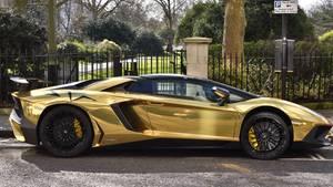 Ein Lamborghini mit goldfarbener Folie - ein solches Auto hatte jüngst auch die Hamburger Polizei am Haken.