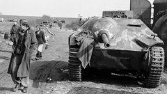Mit der geringen Bauhöhe korrigierten die Deutschen die Fehler der Marder-Jagdpanzer, dei viel zu weit aufragten.