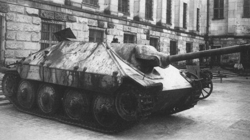 Das große Geschütz verlängerte den kleinen Panzer enorm nach vorn.