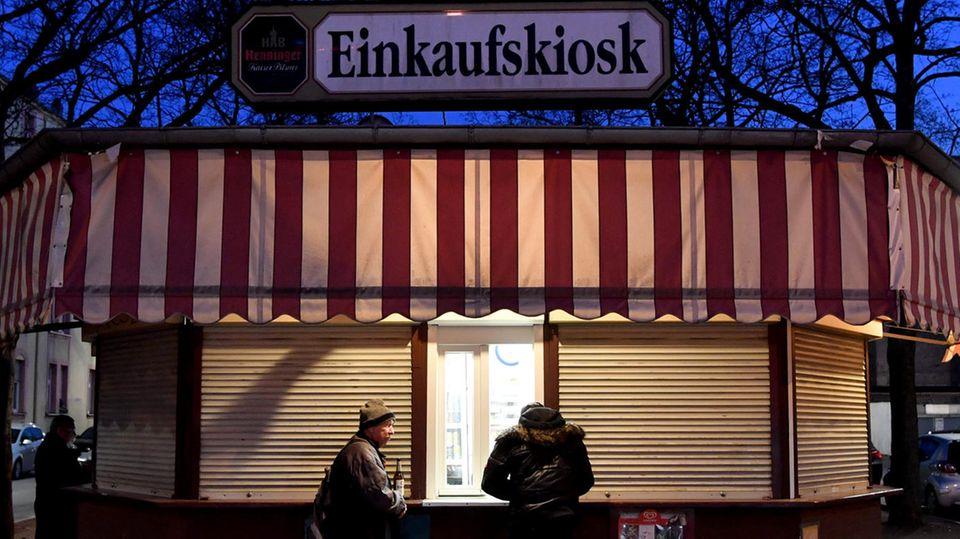 Eine Kioskverkäuferin hat einen Räuber in die Flucht geschlagen (Symbolbild)
