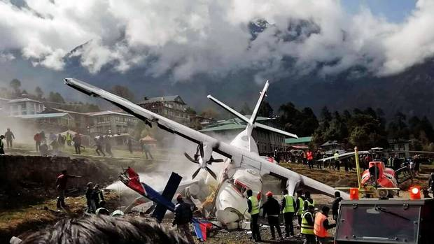 Crash beim Start in Lukla: Dias Wrack der zweiten verunglückten Let L-410 der Summit Air