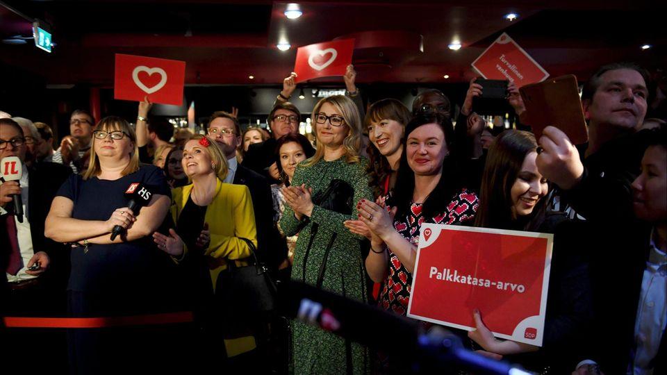 Finnische Sozialdemokraten feiern den Sieg