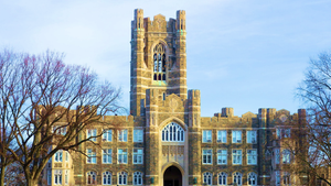 keating Hall mit Uhrenturm an der Fordham University in New York