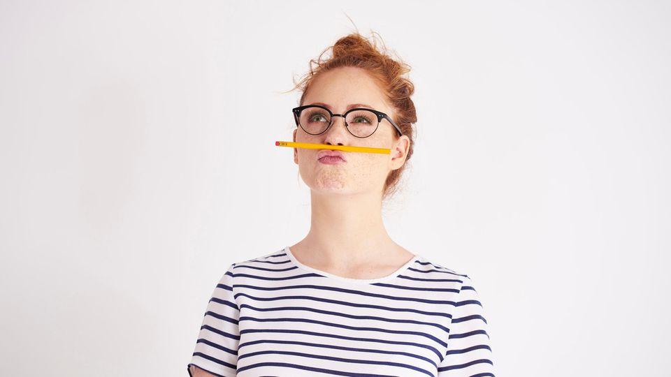 Dating-Trend Brieffreunding: Frau mit Stift