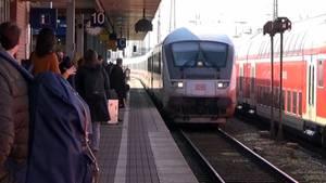 Die Bahn kommt - allerdings meist mit Verspätung.