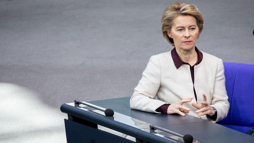 Verteidigungsministerin Ursula von der Leyen Anfang des Monats bei einer Sitzung im Bundestag. Die Ministerin produziert seit Monaten mit einer Berateraffäre Negativschlagzeilen