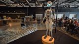 Wissenschaftszentrum Kopernikus  EU-Gelder sind in Warschauin viele neue Museumsprojekte geflossen. So auch in das neue Wissenschaftsmuseum am Weichselufer. Große und kleine Besucher können in den Ausstellungen und Laboren selbständig Experimente durchführen und auf Entdeckungsreise gehen. Metro: Centrum Nauki Kopernik  Infos: www.kopernik.org.pl