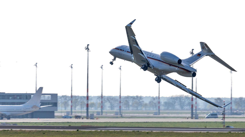 Regierungsflieger mit waghalsigem Manöver in Berlin-Schönefeld
