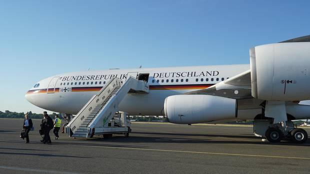 Juni 2018  Wegen eines Hydraulikschadens am Airbus A340 muss Präsident Steinmeier kurz vor Abflug zur Einweihung der Gedenkstätte Malyj Trostenez in die Republik Weißrussland auf eine Ersatzmaschine umsteigen.