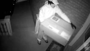 Vermeintlicher Paketzusteller in Kanada klingelt an Tür und schießt