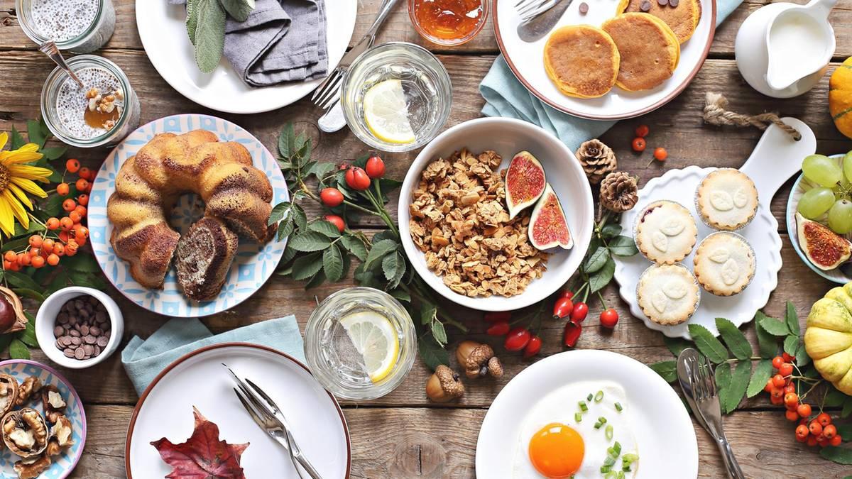 Schlemmen ohne Stress: 10 Tipps für den Brunch: So gelingt das perfekte späte Frühstück