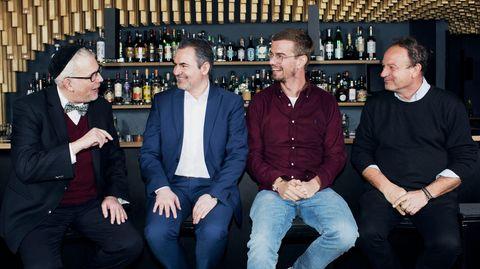 Joko im Gespräch mit Rabbi Steven Langnas, Imam Benjamin Idriz und Pfarrer Rainer Maria Schießler in der Bar Trisoux inMünchen